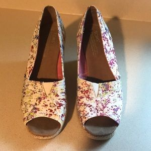 Toms sz 8 med open toe floral wedge espidrilles